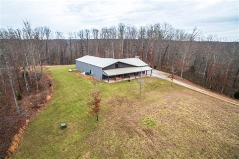 jason aldean s tennessee ranch is up for grabs
