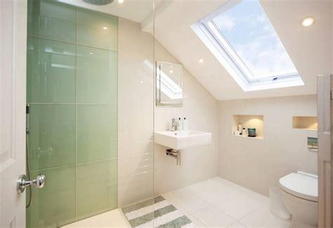 Einbauspots Badezimmer kleine badezimmer mit dachschr 228 ge zur wellness oase