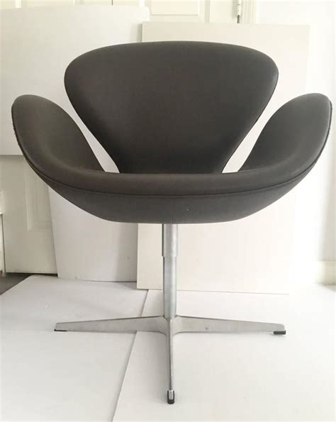 Pair Of Swivel Quot Swan Quot Chairs By Arne Jacobsen For Fritz Swan Swivel Chair