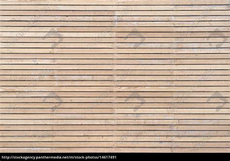 fassade horizontal helle leicht verwitterte holzfassade mit horizontaler