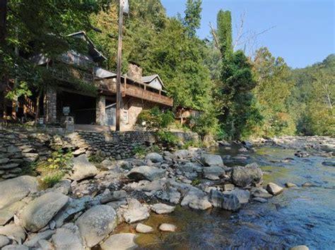 Cabin Prices In Gatlinburg Tn Gatlinburg Cabin Rentals A River Song Sleeps 10