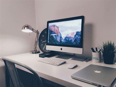 Computer Desk In Living Room   [peenmedia.com]