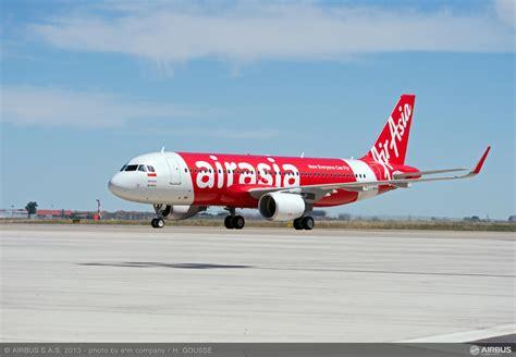Miniatur Pesawat Terbang Indonesia Airasia Airbus A320 19 Cm 1 200 airasia indonesia terima a320 ke 26 pijar pustaka