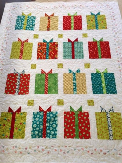 holiday quilts christmas quilt quilts maybe i can