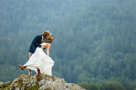 New Style Wedding Photography by Wedding Photography Styles Traditional Or Modern