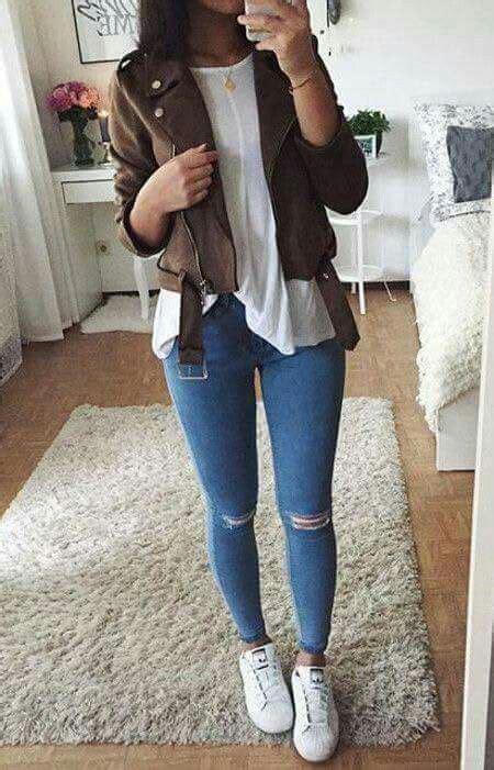 casual  comoda jeans rotos blusa blanca tennis