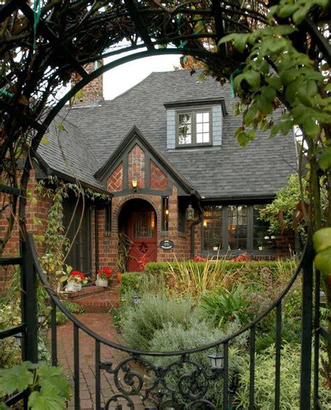 Brickhouse Cottages by 1000 Ideas About Tudor House On Home Plans