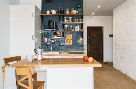 nella soffitta cucina moderna nella soffitta immagine stock immagine di