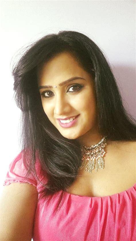 zee telugu heroine family photos swathi chinukulu serial actress sravani family photos