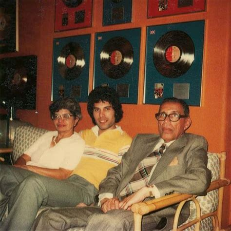 freddie mercury with parents bomi and jer bulsara you