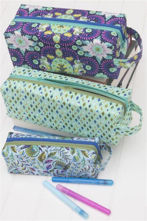 free sewing pattern zipper bag how to sew a zipper bag 10 free patterns tutorials my