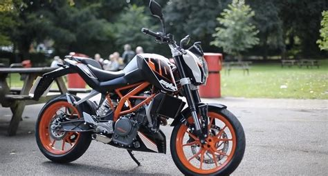 Ktm Duke 390 Road Test Ktm 390 Duke Road Test Vs The Best 250s Eatsleepride