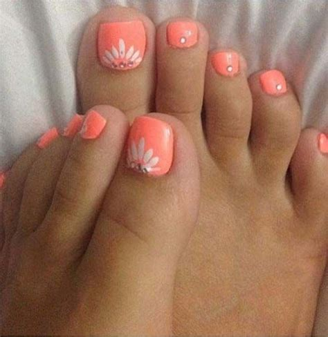 Painting 6 Month Toenails by 25 Best Ideas About Summer Pedicure Designs On