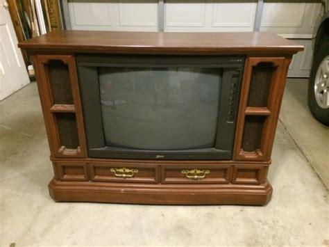 tv   sitting   garage