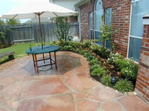 patio landscaping pavestone patio ideas landscaping around covered patio