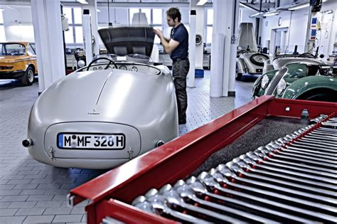 bmw workshop bmw classic center opens its customer workshop cartype