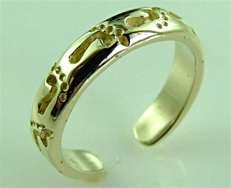 10k gold footprints in the sand knuckle toe ring