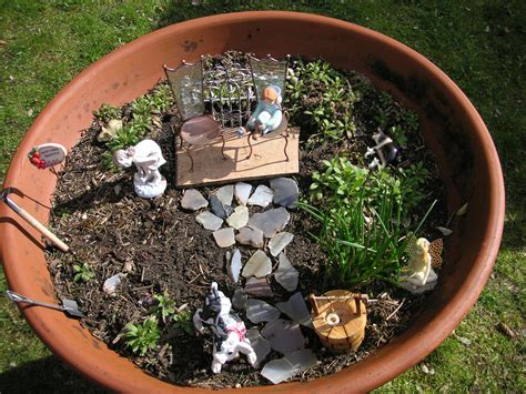 How To Decorate A Patio How To Create A Miniature Garden That Bloomin Garden