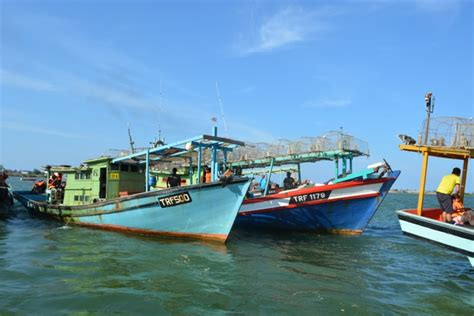 fishing boat malaysia learning how to squid jig in malaysia travel yourself