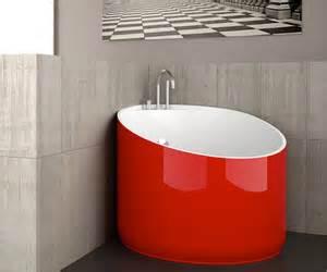 saturn in a bathtub kouple tub from saturn