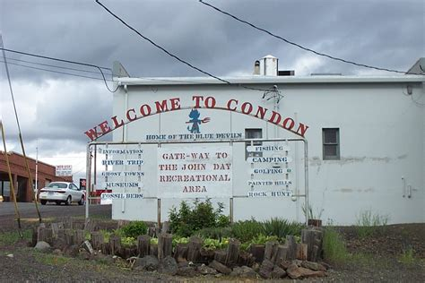 condon oregon sits at the crossroads of the john day and