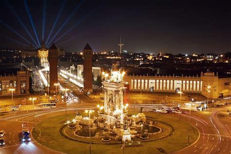 fondos de pantalla  espana casa fuente carreteras barcelona calle noche ciudades