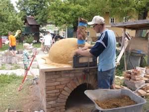 brot aus dem selbst gebauten brotbackofen permakultur