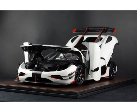 white koenigsegg one 1 koenigsegg agera one 1 white with stripe open
