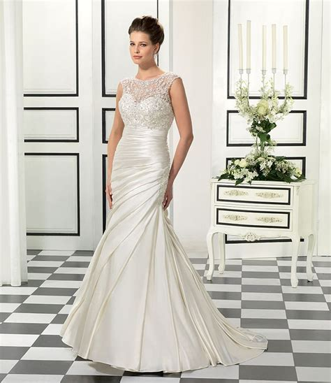 Best 25  Wedding dress big bust ideas on Pinterest   Lace