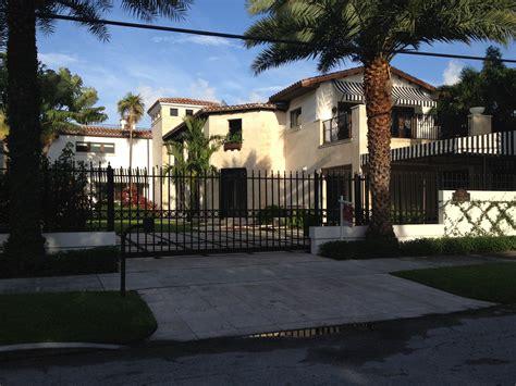 kardashian houses kardashian reality show house hunts on dilido north bay