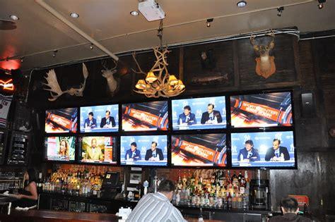 sports bar   hdtvs including   shift video wall