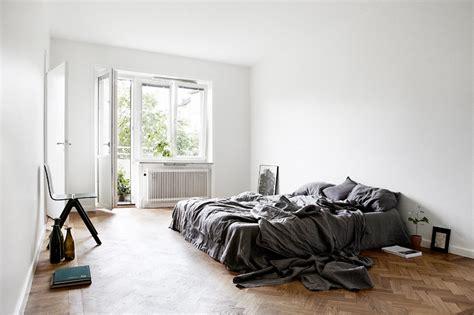 minimalist bedroom  grey jelanie