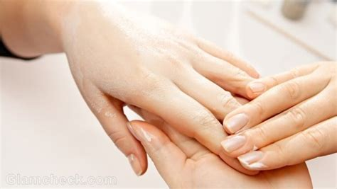 cracked nail cracked nails causes symptoms treatment