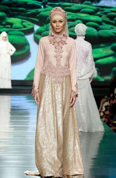 desain gamis islami model gamis brokat sebagai trend busana islami