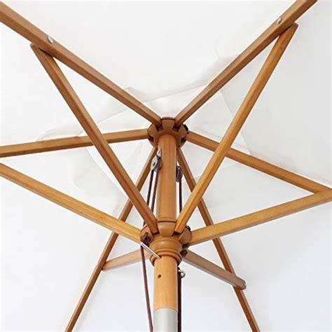 parasol bois inclinable parasol imperm 233 able terrasse faites le bon choix pour