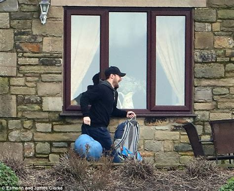 coronation rob donovan set to rob donovan escapes from prison with tracy barlow s help daily mail