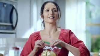 Ziploc Commercial Actress | ziploc easy open tabs tv spot cafeteria chaos