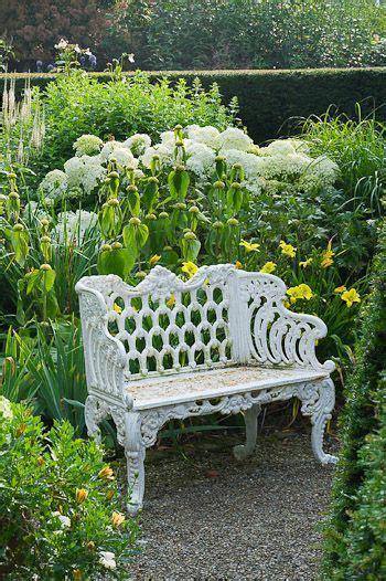 garden sitting bench 1000 ideas about garden benches on pinterest lutyens