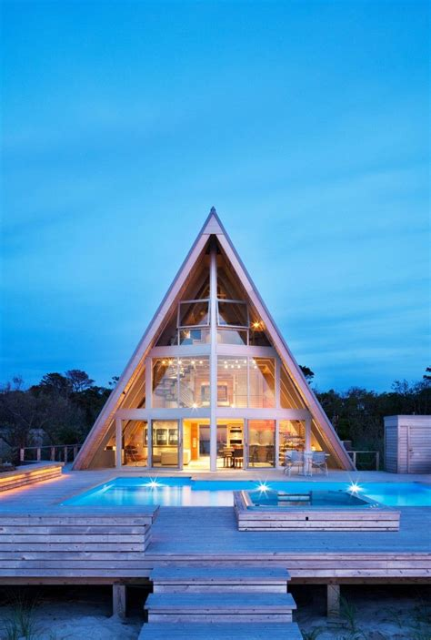 frame beach house reinvents  iconic  design