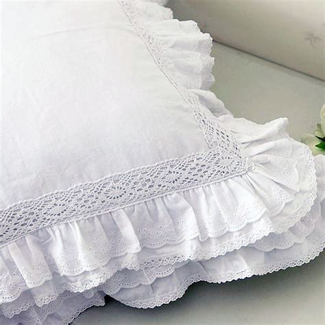 Ruffle Renda by Lace Cushion