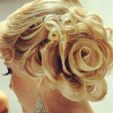 Wedding Hairstyles With Roses by Unique Wedding Hairstyle For Medium Hair E Fashionforyou