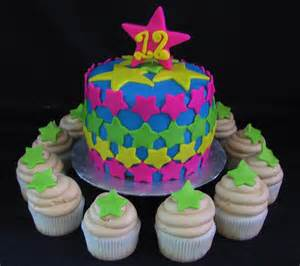 Fondant star birthday cake with cupcakes   The Twisted Sifter