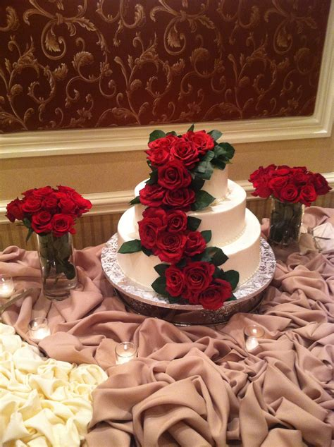 Wedding Cake Silk Flower by The Benefits Of Decorating Your Wedding Cake With Silk