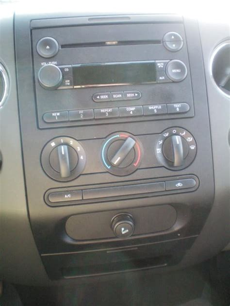 2005 ford freestyle aux input location