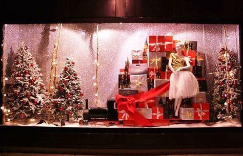 la di commercio la di commercio premia le vetrine natalizie pi 249