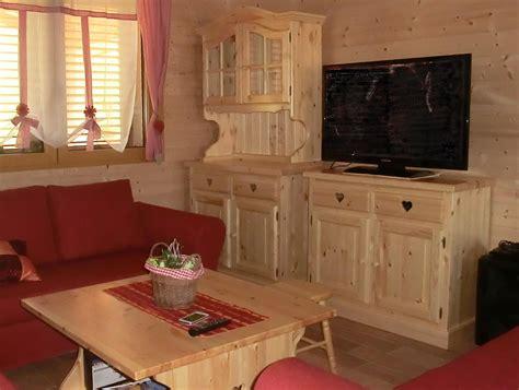 credenze rustiche legno www mobilificiomaieron it 0433775330 soggiorno rustico