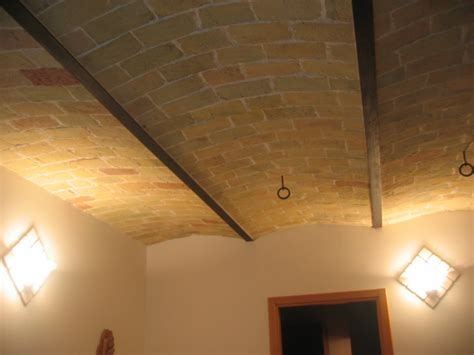 soffitto a volta mattoni vestiti da battesimo per bimbo volte in mattoni