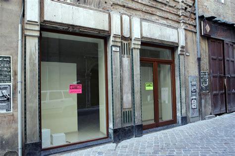 libreria mondadori macerata giu la saracinesca in centro la macerata che chiude