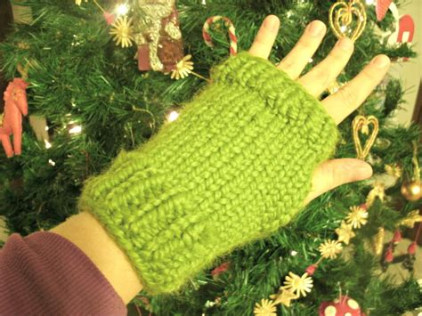 chunky knit fingerless gloves pattern g s big crafty free pattern fast and chunky