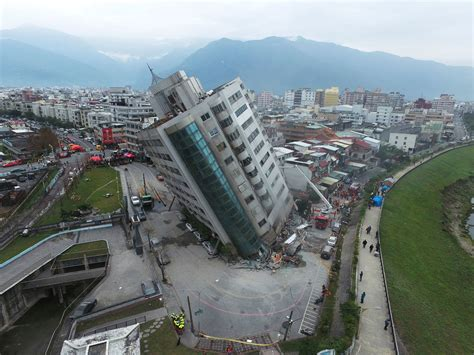 earthquake news taiwan earthquake toll rises to 9 dead with dozens